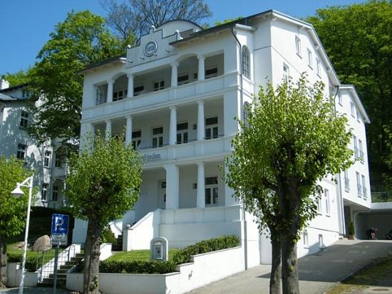 frontansicht-villa-celia-ferienwohnung-sellin